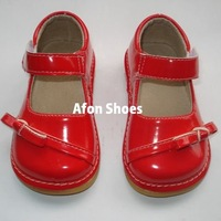 D165 Bright Red Baby Squeaky Shoes Shining leather Baby Girl Squeaky Shoes