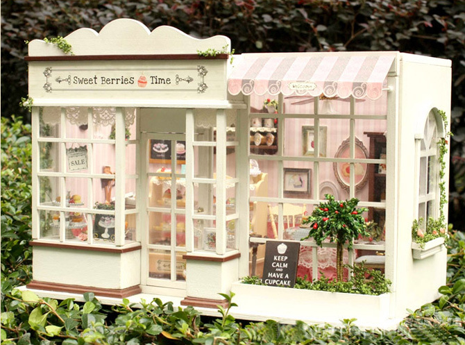 Handmade DIY wooden dollhouse, sweet berries cake room, finished cake+music+light, send doll lovers+cat doll+tools(China (Mainland))